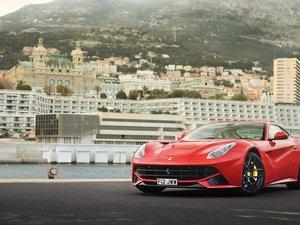红色法拉利F12Berlinetta