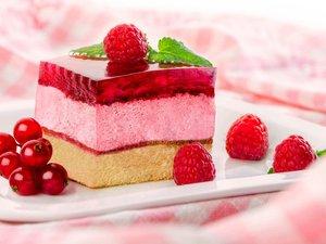 美味可口的树莓蛋糕