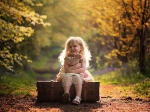 开心的小女孩
