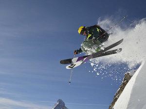 惊险刺激的滑雪运动