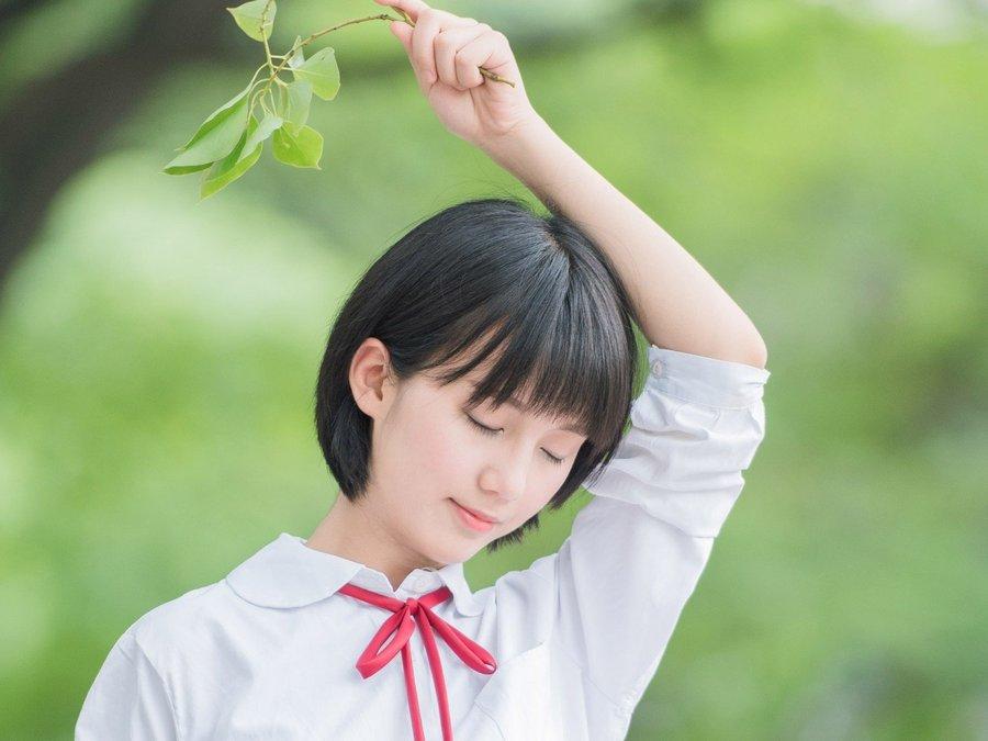 清纯短发女孩