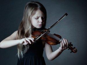 小女孩的提琴梦