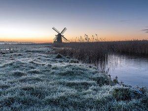 迷雾中的荷兰风车