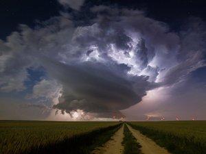 暴风雨的前奏