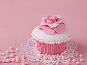 美味的花朵紙杯蛋糕