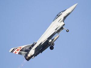 飞行的台风战斗机