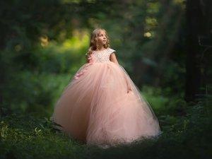 森林里的小女孩
